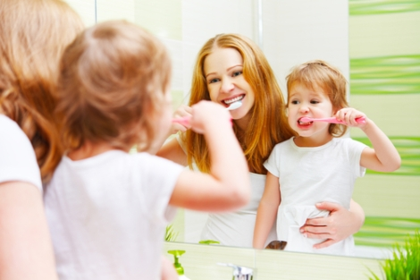 mother-and-child-brushing-teeth